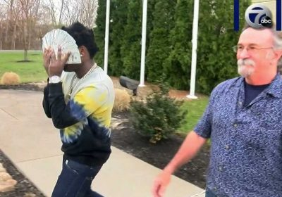 Kodak Black makes bail, shields face with wad of cash as he